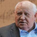 Горбачев обвинил США в стремлении к военному превосходству